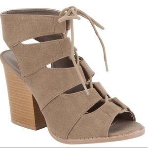 Light tan color chunky heel super comfy